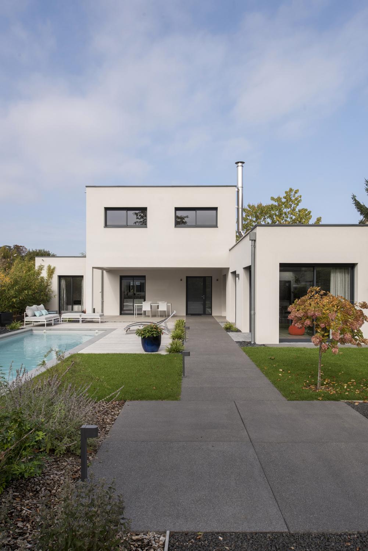 maison moderne cubique avec espace paysager lyon   Photos ...