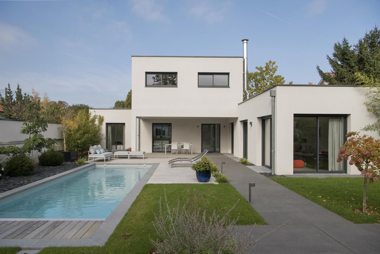 maison cubique moderne avec espace aménagé | Photos ...